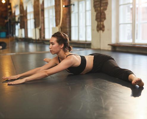 bailarina haciendo estiramientos